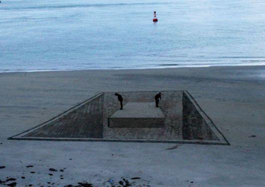 Mind Bending 3D Beach Art