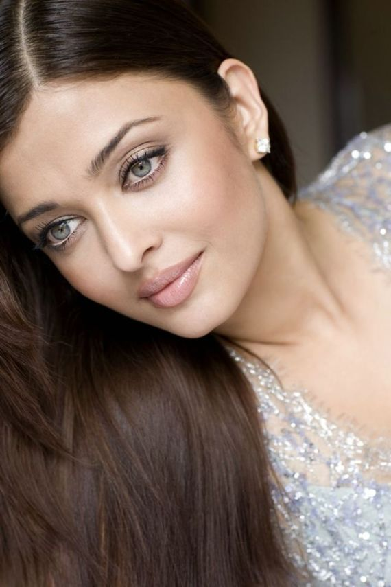 Aishwarya Rai Bachchan's Purple Lips At Cannes Make Twitter Laugh