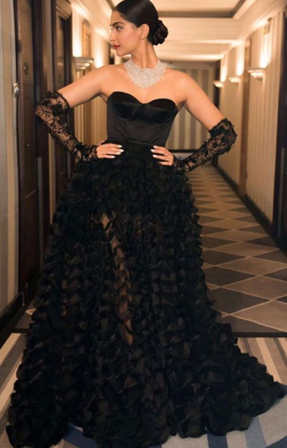 Sonam Kapoor Wears Ralph And Russo For Chopard Party